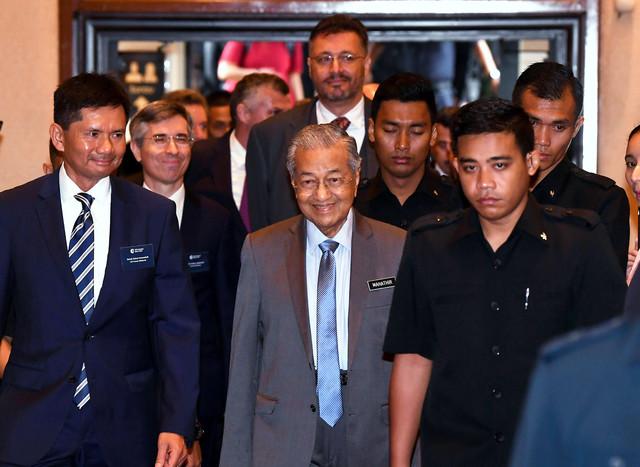 Mahathir Mohamad (tengah) hadir pada Sesi Dialog bersama Syarikat-syarikat Perancis yang dianjurkan oleh CCI France Malaysia di Cyberjaya hari ini. - Gambar Bernama