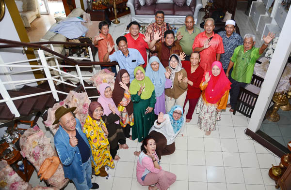 Rombongan Kembara Sastera IPS di rumah Dr Bundo Free.