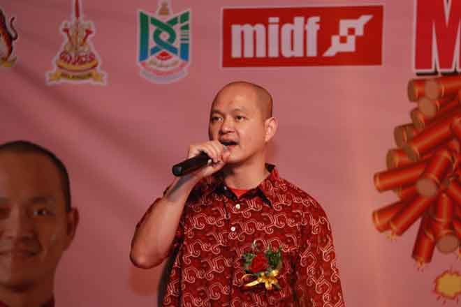 Ong Kian Ming berucap pada sambutan Tahun Baharu Cina Kampung Baru Sungai Chua, Kajang yang berlangsung baru-baru ini.