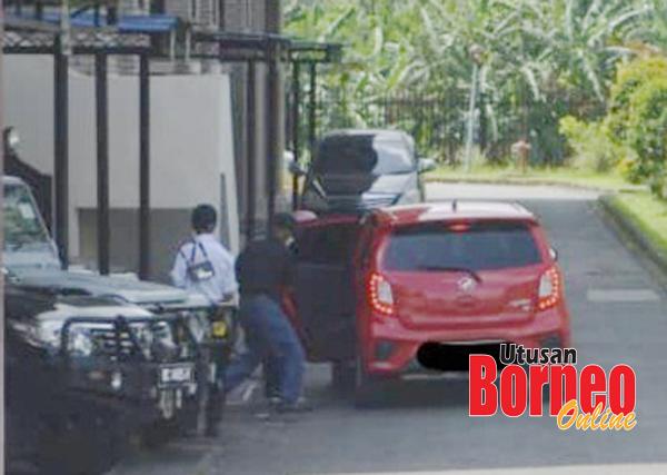 Aliuudin bergegas masuk ke dalam kereta selepas membayar denda dan dibebaskan.