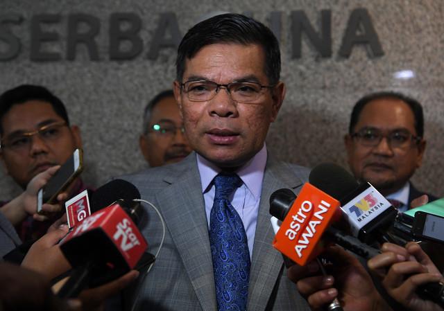 Menteri Perdagangan Dalam Negeri dan Hal Ehwal Pengguna (KPDNHEP) Datuk Seri Saifuddin Nasution Ismail ketika sidang media selepas Sesi Dialog Bersama Industri Mengenai Impak COVID-19 di kementeriannya hari ini. - Gambar Bernama