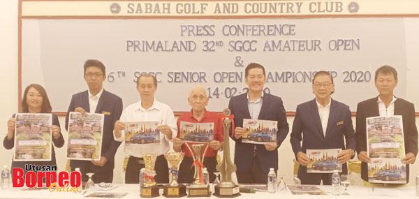 (Dari kanan) Christopher, Raymund, Nash, Anthony, Thomas, Khalilulrahman dan Sally menunjukkan poster hadiah dan kejohanan semasa sidang media di SGCC, Bukit Padang kelmarin.