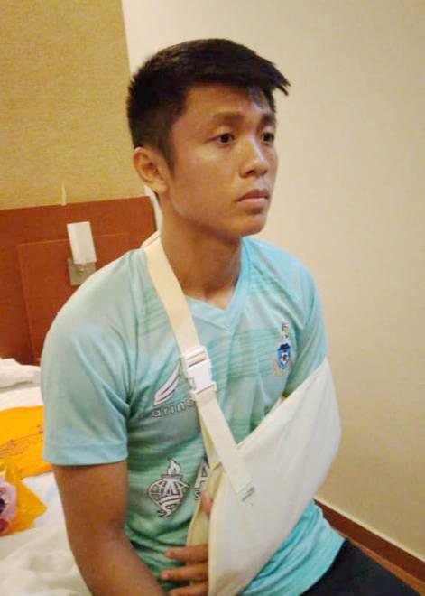 Maxsius mengalami kecederaan bahu semasa menentang Persija Jakarta yang memerlukan dia berehat kira-kira sebulan.