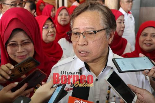 Abang Johari ketika ditemui pemberita selepas merasmikan Majlis Pelancaran Program Sarawak Kita Empun di sini, hari ini.