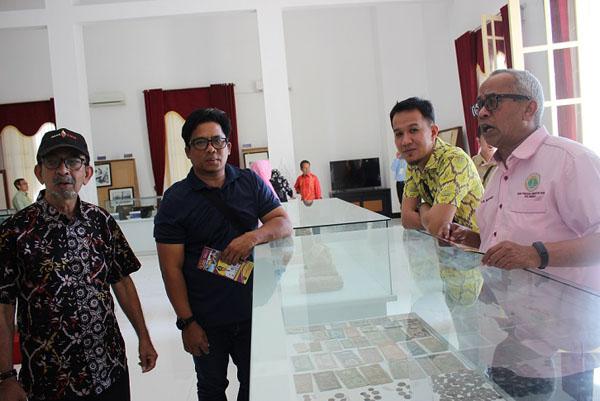 Datuk Razak, Jaber, Ag Mohd Hafiz RM Mohamed bergambar di Muzium Kota Tarakan.