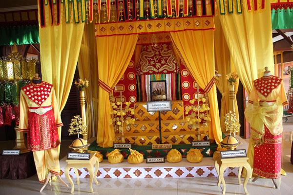 Pelamin pengantin atau dalam bahasa Tidong disebut Panggaw.