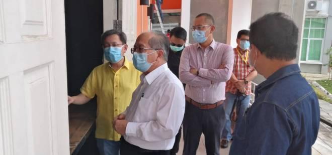 Uggah Lawat Pusat Pemeriksaan Saringan Covid 19 Di Kompleks Belia Dan Sukan Sarawak Utusan Borneo Online