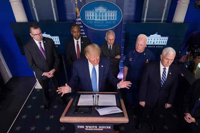 Donald Trump berucap pada taklimat harian mengenai COVID-19, di Rumah Putih, kelmarin di Washington. — Gambar  AFP