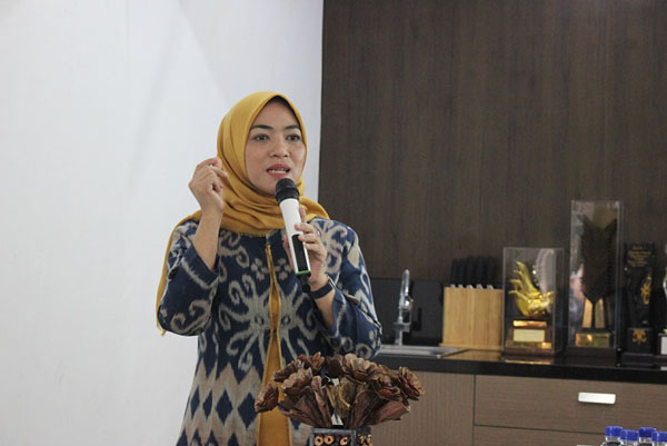 Riswahyuni memenangi pelbagai anugerah dan penghargaan.