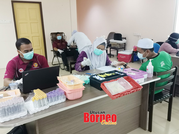 Program derma darah Dewan Pemuda PAS Tawau dikendalikan oleh pihak Hospital Besar Tawau.