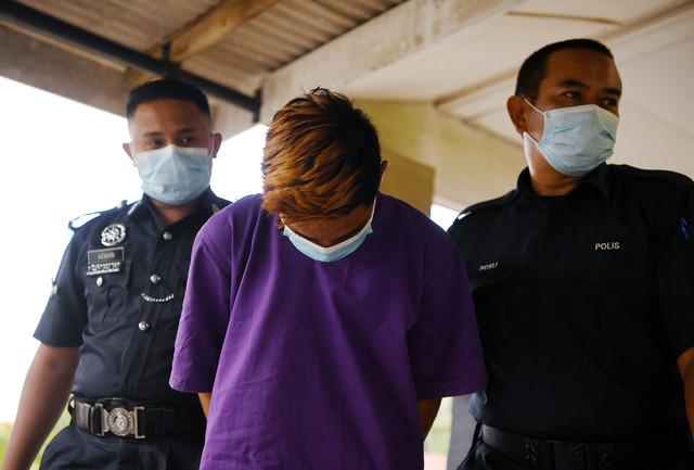 Pelajar tingkatan lima yang 'menghantar' pulang mayat kekasihnya selepas terlibat dengan kemalangan motosikal Ahad lepas, mengaku bersalah di Mahkamah Majistret hari ini atas kesalahan melanggar PKP. - Gambar Bernama