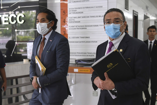 Tiga kementerian bekerjasama pastikan Malaysia proaktif dapatkan vaksin  COVID-19   Utusan Borneo Online