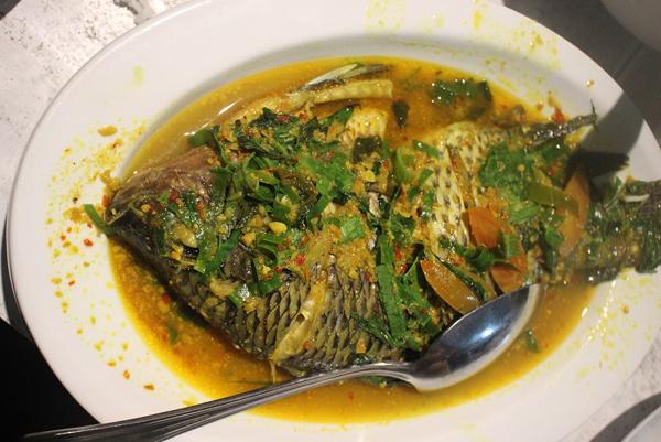 Ikan masak rica rica.