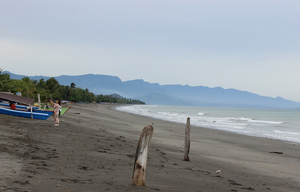 Pantai Losari di Lolak.