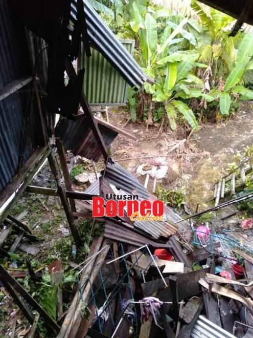 Bahagian dapur rumah mangsa yang telah runtuh.