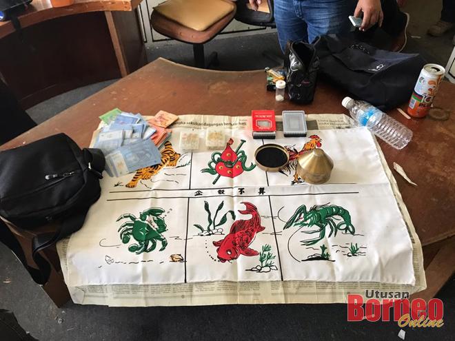 Antara peralatan yang digunakan berjudi, wang tunai serta barangan lain yang turut dirampas dalam serbuan tersebut. - Gambar ihsan polis