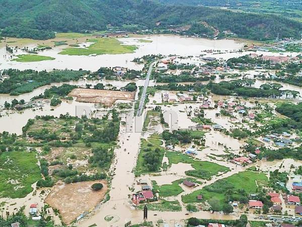 Pemandangan dari ruang udara banjir yang melanda kawasan Kota Belud. - Gambar Facebook Sharwin Iskandar