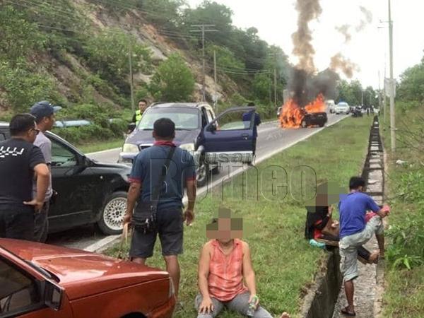 Impak kemalangan yang berlaku di Bukit Melinsung Papar, petang, semalam, mengakibatkan salah satu kenderaan terbakar.