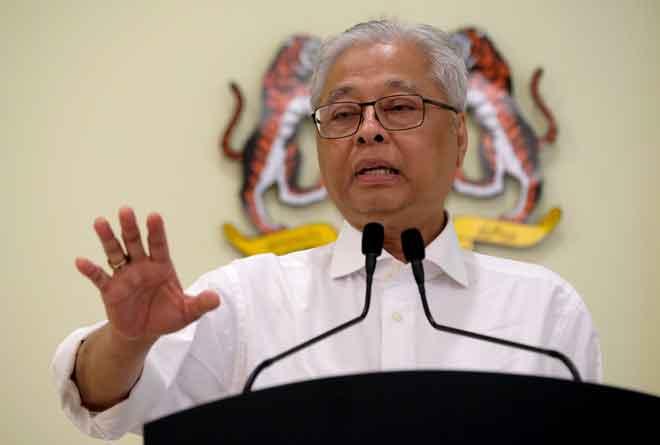 Ismail Sabri ketika sidang media harian perkembangan Perintah Kawalan Pergerakan Pemulihan (PKPP) di Bangunan Perdana Putra, Putrajaya semalam. — Gambar Bernama