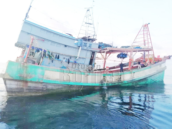 Salah sebuah bot nelayan asing yang ditahan selepas didapati menangkap hasil laut tanpa kebenaran.