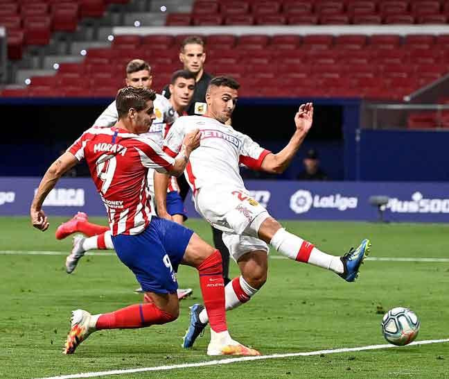 Antara babak-babak aksi perlawanan La Liga di antara Atletico Madrid dan Mallorca di Stadium Wanda Metropolitan di Madrid. — Gambar AFP