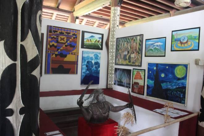 Ruangan Pameran Lukisan dan Arca.
