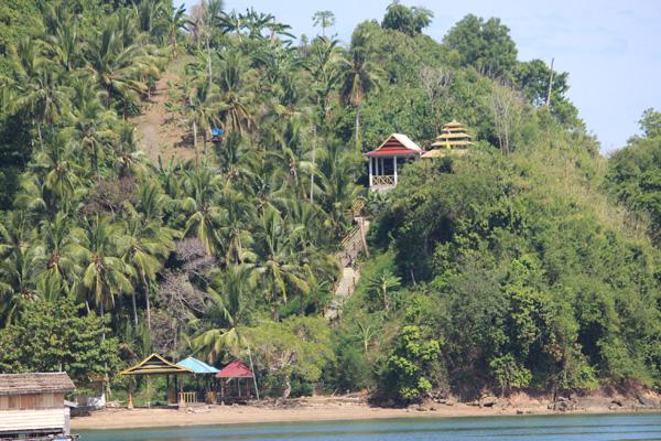Makam Sultan Syafiudin Bantilan di Pulau Lutungan.