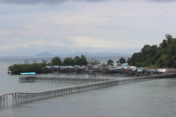 Pulau Pandan dilihat dari jauh.