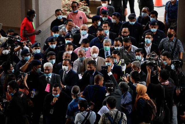Najib tiba di Kompleks Mahkamah Kuala Lumpur di sini hari ini. - Gambar Bernama