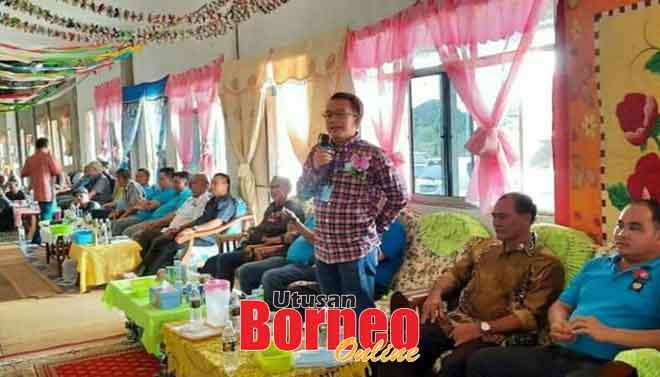 Subeng menyampaikan ucapan pada Majlis Bersama Rakyat di Rumah Matar, Sungai Sebilik, Lubok Renit, Awik semalam.