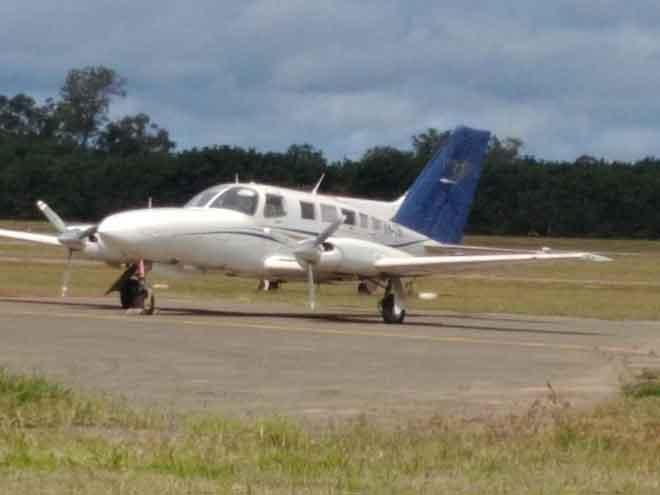 Gambar serahan Polis Persekutuan Australia kelmarin menunjukkan pesawat kecil membawa setengah tan kokain yang terhempas ketika cuba berlepas dari Papa Lea Lea, Papua New Guinea pada 26 Julai lalu. — Gambar AFP