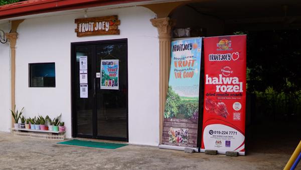 Pusat pemprosesan jus buah-buahan dan produk Fruitjoey di Kampung Kulambai Kota Belud.