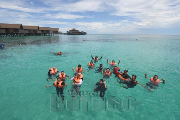 Aktiviti snorkel bagi peserta program.