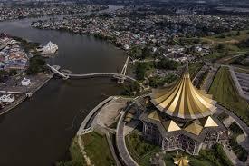 Pemandangan Bangunan Dewan Undangan Negeri (DUN) Sarawak dari atas - Gambar fail Bernama