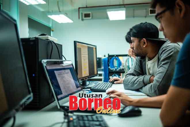 Swinburne Sarawak dilengkapi dengan makmal komputer yang mempunyai peralatan bernilai hampir setengah juta.