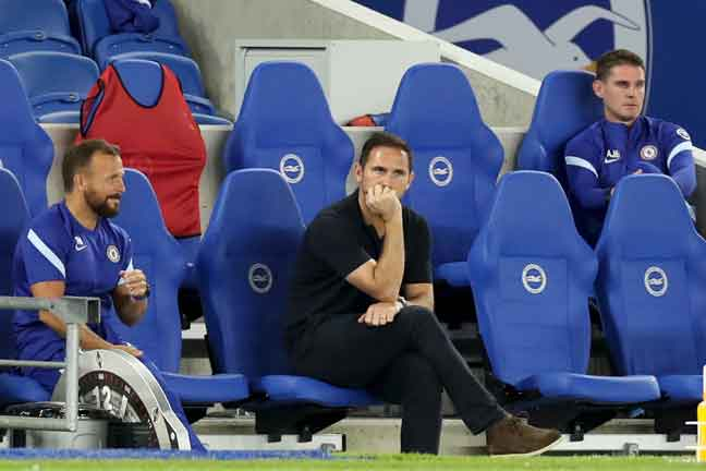 Lampard menyaksikan pasukannya beraksi menentang Brighton dalam aksi Liga Perdana Inggeris pada minggu lalu. — Gambar AFP
