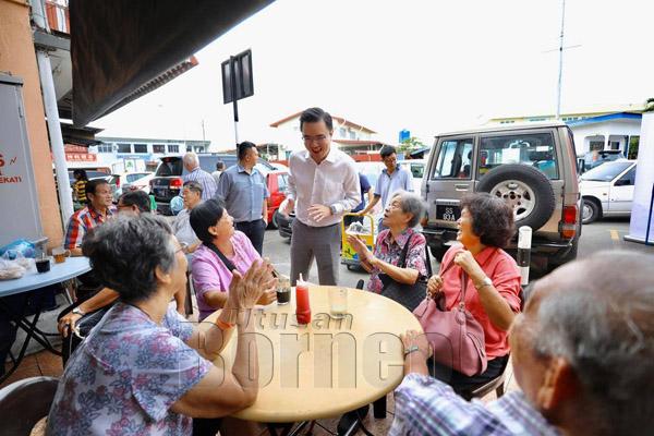 Phoong yang mesra rakyat dikenali dan disenangi semua lapisan masyarakat Luyang.