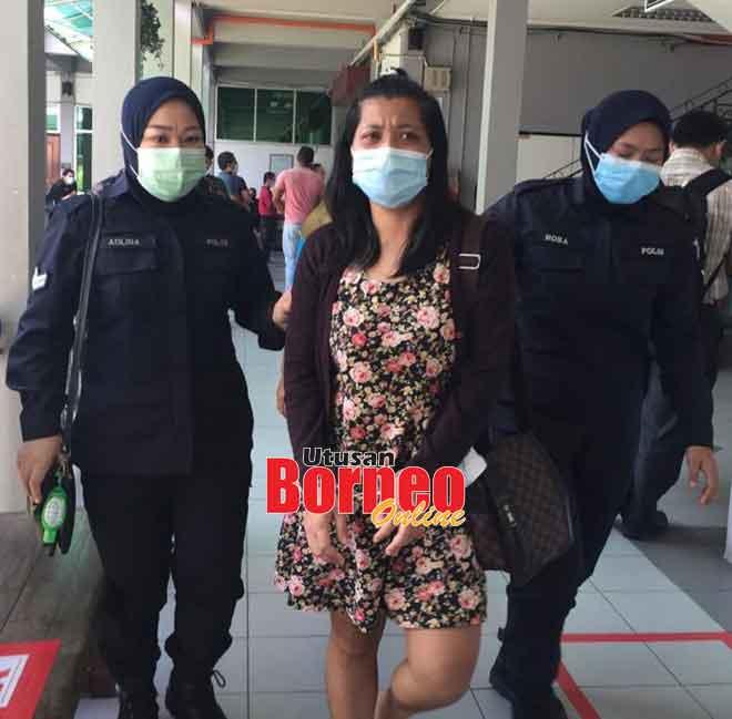 Nadia (tengah) diiringi anggota polis setelah dijatuhi hukuman.