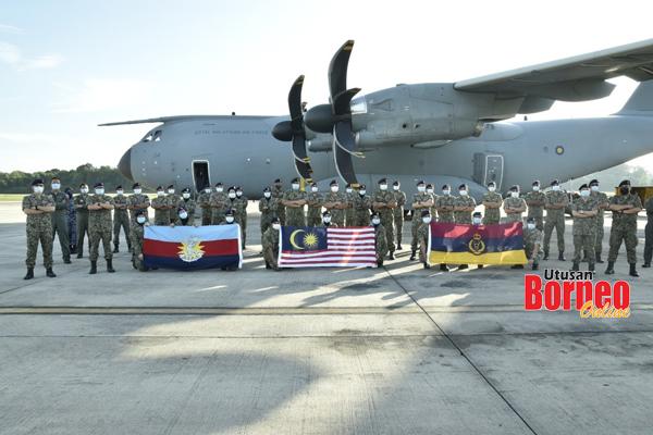 Kru A400M serta empat pegawai dan 29 anggota dari KKD turut diterbangkan dalam penerbangan ini bagi membuat persiapan pengoperasian HMATM.