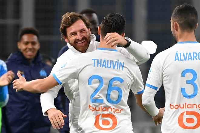 Jurulatih Marseille, Andre Villas Boas meraikan gol jaringan Thauvin pada aksi Ligue 1 menentang Bordeaux di Marseille. — Gambar AFP