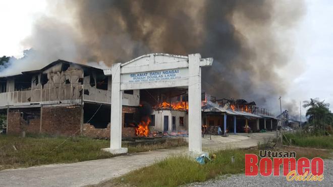 Dua rumah panjang terbakar di Pasai Siong Tengah
