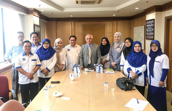 Ketika mengadakan kunjungan hormat kepada Datuk Dr Yusof Yacub berama Presiden dan AJK Bahasa tahun lalu.