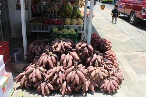 Antara hasil tani yang dijual di pinggir jalan