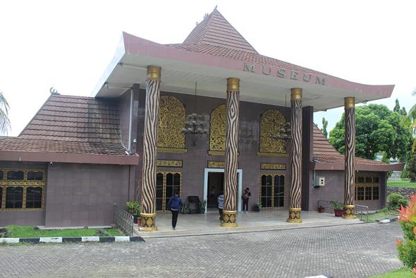 Museum Balaputra Dewa- Muzium terbesar di Palembang.