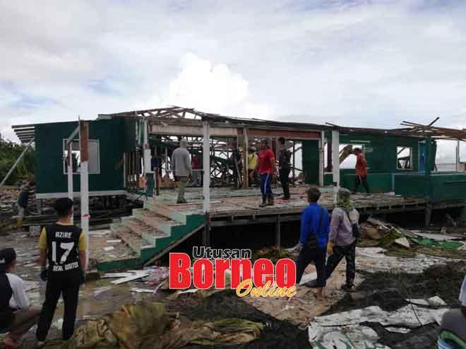 Keadaan Masjid Darul Ihsan, Kampung Semarang yang rosak teruk sejurus selepas dibadai ombak besar baru-baru ini.