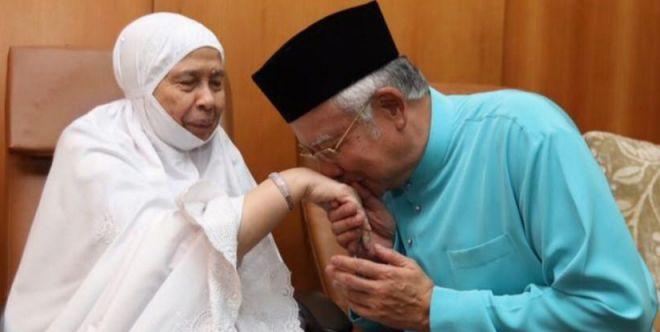 Tun Rahah bersama Najib.