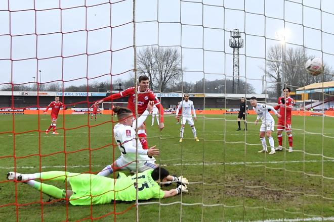 Jordan Tunnicliffe (tengah) menjaringkan gol ketiga untuk pasukan mereka pada perlawanan Liga Perdana Inggeris di antara Crawley Town dan Leeds United di Stadium Broadfield di Crawley, England, kelmarin. — Gambar AFP