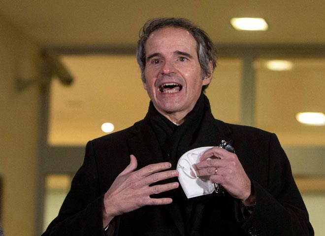 Grossi bercakap kepada media ketika tiba di Lapangan Terbang Antarabangsa Vienna kelmarin. — Gambar AF