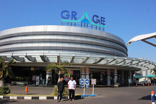 Salah satu mall terbesar di Kota Cirebon.