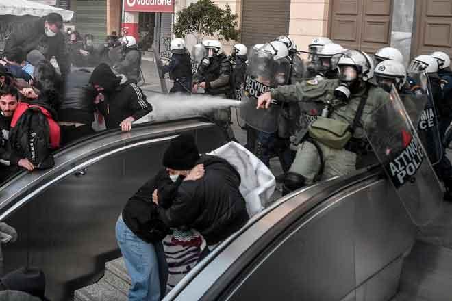 Polis melepaskan gas pemedih mata untuk meleraikan protes di Athens pada Jumaat lepas. — Gambar AFP